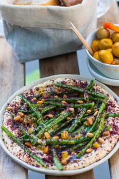 Hummus with green beans, pine nuts, and sumac Healthy Eating Books, Drink Recipe Book, Lemon Bars, Middle Eastern Recipes, Cookbook Recipes, Mediterranean Recipes, Quick Easy Meals, My Favorite Food, David Lebovitz