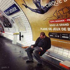 2016-01-01 #France #Paris #truestory #NouvelAn Bref 31 décembre un peu après 20h traditionnelle before à lAtelier Sous Réserve. On boit du bon vin on oublie lheure on part en retard pour la première destination. Métro tramway trop lent on court on se trompe de porte on arrive à 0h01. Champagne dehors avec des étudiants suisses espagnols grecs autres et 1 argentin. 25 ans de moyenne dâge 0h37 ils veulent se coucher leur chef de chambrée veut quon sen aille. C'est ça l'Europe de demain? Pas…