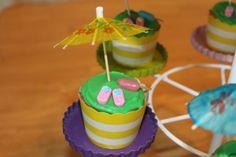 summer cupcakes #pickyourplum #cupcakeliners