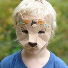 Make your own woodland bear mask for Halloween or imaginative play with this printable sewing pattern and tutorial.