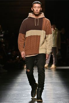 Kith Spring 2018 Ready-to-Wear Fashion Show : Kith Spring 2018 Ready-to-Wear Collection Photos - Vogue The complete Kith Spring 2018 Ready-to-Wear fashion show now on Vogue Runway. Mens Fashion Sweaters, Knit Fashion, Sweater Fashion, Men's Fashion, Men Sweater, Pullover Mode, La Mode Masculine, Herren Outfit, Crochet Cardigan