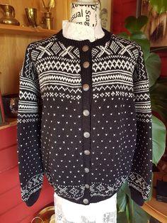 Elisabeth.H hobbyside: Klassisk Setesdal-kofte Colour Combinations, Jumpers, Polka Dot Top, Knitting Patterns, Clothing, Sweaters, Jackets, Color, Tops