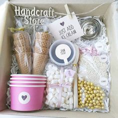 A gift basket. Baby Shower Snacks, Baby Shower Gift Basket, Baby Shower Cupcakes, Baby Shower Cards, Baby Shower Gifts, Baby Shower Cake Decorations, Birthday Gift Baskets, Diy Mothers Day Gifts, Elephant Baby Showers