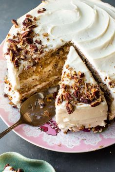 Exceptionally moist and flavorful hummingbird cake with 3 delicious layers and silky cream cheese frosting! Recipe on sallysbakingaddic Frosting Recipes, Cake Recipes, Dessert Recipes, Brunch Recipes, Macarons, Easter Cake Easy, Easter Food, Yummy Treats, Sweet Treats