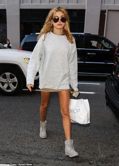Going natural: With her golden-tinted locks left in loose tousled waves, Hailey looked not...