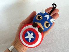 Captain America, figurine Captain America, deco Captain America en feutrine par IbelieveIcanfil - Felt Captain America