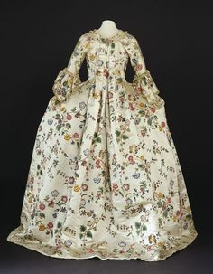 Back view, robe à la francaise (sack back gown), Great Britain, 1760-1770. Chinese cream silk satin trimmed with silk braid, painted with exotic flowers.