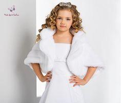 ca08575576 Communie cape kunst bont voor meisjes. Model met warme kraag. Materiaal   zachte kunst
