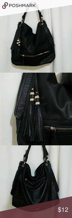 """Large vegan tote shoulder bag with tassels Really roomy interior. External pockets on both sides, and another inside. Main part of bag closes with one large zipper on top. 15"""" wide, and 5"""" deep, so it can fit a ton inside (a laptop, or a pair of shoes and lunch). In great condition, from a smoke free home. The fabric kept getting caught in the zipper on the smaller external pocket so I hid a piece of black tape on the inside to hold it down. You can remove the tape if you want, just wanted…"""