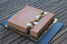 Chocolate Cake Designs, Chocolate Crafts, Chocolate Desserts, Fun Desserts, Square Birthday Cake, Fruit Birthday Cake, Square Cake Design, Square Cakes, Pie Decoration