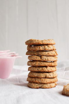 3 Ingredient Coconut Cookies The Queen of Delicious 3 ingredient gluten free cookies - Gluten Free Recipes Healthy Cookie Recipes, Healthy Cookies, Healthy Foods To Eat, Gluten Free Recipes, Healthy Dinner Recipes, Healthy Snacks, Cookies Vegan, Simple Recipes, Vegetarian Recipes