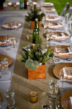 centerpieces and burlap runner