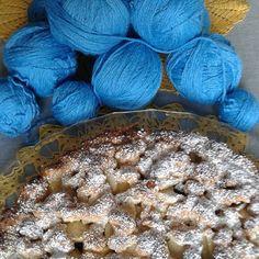 #crostata di #mele e uvetta con ricetta della meravigliosa @cascinaangelicustodi pronta! Gomitoli di #lana riciclati dai pezzi di maglieria per nuovo #scialle pronti! Io pronta!  #torta #cake #food #instafood #foodporn #apple #apfel #crochet #crochetshawl #haken #uncinetto #ganchillo #colori #colors #turchese #turquoise #myhome #mystyle #happiness #felicità #handmade #fattoamano by audreypezzara
