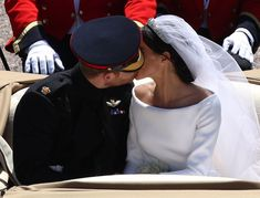 Prince Harry and Meghan Markle's Most Amazing Kissing Moments at the Royal Wedding- HarpersBAZAAR.com