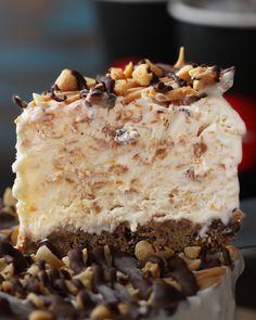 Peanut Butter Ice Cream Cookie Pie Ice Cream Treats, Ice Cream Cookies, Ice Cream Desserts, Frozen Desserts, Ice Cream Recipes, Easy Desserts, Delicious Desserts, Cupcake Recipes, Dessert Recipes