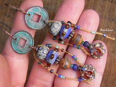 Boucles d'oreille rustique-style bohémienne-boucles d'oreille nomades-look vintage-indigo-cobalt-turquoise-ambré : Boucles d'oreille par rare-et-sens