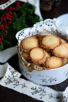 Håkonsmåkager med marcipan og vanilje er en vidunderlig julesmåkage. Opskrift fra Marinas Mad Sweet Recipes, Cake Recipes, Danish Food, Sweets Cake, Pretzel Bites, I Love Food, Christmas Cookies, Cheesecake, Muffin