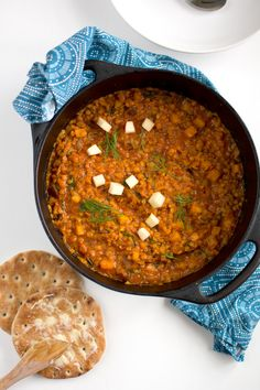 Lentil pot with curry and apple Going Vegetarian, Vegan Vegetarian, Chana Masala, Veggie Recipes, Lentils, I Foods, Curry, Veggies, Food And Drink