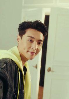We miss you china king plase comeback brother Baekhyun Chanyeol, Yixing Exo, Shinee, Luhan And Kris, What Is My Life, Bring Me To Life, Ko Ko Bop, Sung Kyung, Kim Minseok