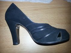 1940s Navy Blue leather court shoes