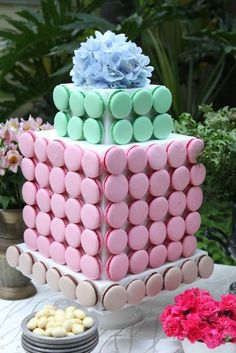 I've been making macaron towers for 3 years now, but until this month, all I offered to clients was the classic cone-shaped tower with Square Wedding Cakes, Fall Wedding Cakes, Wedding Cakes With Flowers, Beautiful Wedding Cakes, Gorgeous Cakes, Wedding Cake Toppers, Macaron Tower, Macaron Cake, Cupcake Cakes
