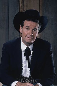 hollywood actor Actor James Garner, whose wise-cracking but affable character made hits out of the TV shows Maverick and The Rockford Files, has died. 70s Tv Shows, Old Shows, Actors Male, Actors & Actresses, The Rockford Files, Celebrity Books, Actor James, Tv Westerns, Cowboy Up