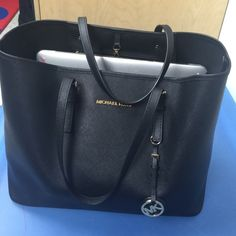 MIchael kors tote all black Michael kors tote, used a couple times but in great condition! KORS Michael Kors Bags Totes