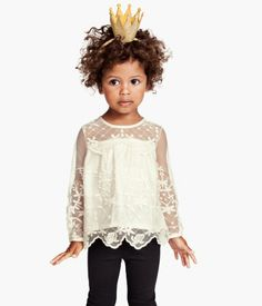 It's not that Quinoa isn't pleased to be named the fashion queen of your nation; she just thought the crown was going to be a little bigger, that's all. And more blingy. More like the ones from all the other nations. #MIWDTD