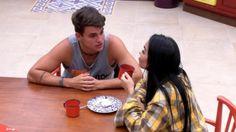 """""""Big Brother Brasil 17"""" - """"Ontem, foi a água e, hoje, é o vinho"""", diz Antônio sobre sister"""