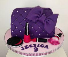Amazing Photo of Make Up Bag Birthday Cake . Make Up Bag Birthday Cake 9 Makeup Purse Cakes Ideas Photo Mac Makeup Cake Make Up Bag Cake Girly Cakes, Fancy Cakes, Cute Cakes, Pink Cakes, Makeup Birthday Cakes, Birthday Wishes Cake, Handbag Cakes, Make Up Cake, Birthday Cake Decorating