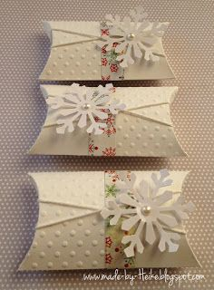 """Simple but pretty pillowbox for gift giving at Christmas. Meine kreative Welt...: """"Winterliche Pillowbox"""" Tags: gift wrapping. giftwrap. gift card. simple. snowflake. twine. embossed."""