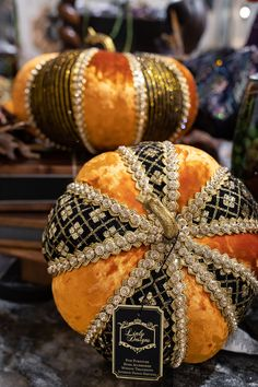 Ideas for decorating your home for fall with handcrafted pumpkins Thanksgiving Crafts, Thanksgiving Decorations, Seasonal Decor, Holiday Crafts, Halloween Decorations, Holiday Decor, Fall Decorations, Fall Home Decor, Autumn Home