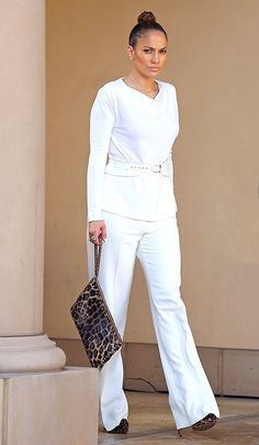 Jennifer Lopez was a chic vision in white heading to lunch Bouchon in L. Luv Luv the BUN! Jennifer Lopez, J Lo Fashion, Fashion Looks, Womens Fashion, Chic Outfits, Fashion Outfits, Mode Chic, Work Looks, Her Style