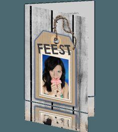 Uitnodiging-kaart feest met houten en naamlabel