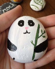 Easy Paint Rock For Try at Home (Stone Art & Rock Painting Ideas) Rock Painting Ideas Easy, Rock Painting Designs, Painting For Kids, Paint Designs, Diy Painting, Pebble Painting, Pebble Art, Stone Painting, Stone Crafts