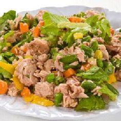 Salata verde cu ton si porumb - Salata cu ton si porumb este una dintre cele mai simple salate si este solutia cea mai la indemana pentru o masa sanatoasa atunci cand nu ai timp sa gatesti Diabetic Recipes, Healthy Recipes, Romanian Food, Fried Rice, Cookie Recipes, Salads, Food And Drink, Menu, Cooking