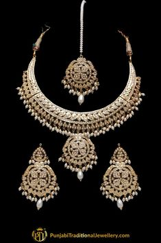 White Jadau Pearl Necklace Set By Punjabi Taditional Jewellery Gold Chain Design, Gold Bangles Design, Gold Jewellery Design, Indian Jewelry Sets, Indian Wedding Jewelry, Wedding Jewelry Sets, Gold Jewelry Simple, Stylish Jewelry, Fashion Jewelry