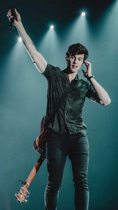Shawn's auditioning to become the new Statue of Liberty. Aaliyah, Musica Disco, Minions, Mendes Army, Charlie Puth, Ed Sheeran, Celebs, Celebrities, To My Future Husband