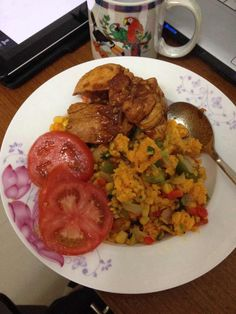 Sticky fried rice with veggies and chicken / Suriname Food