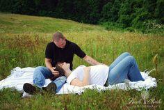 maternity field photo shoot