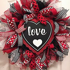 Valentine Deco Mesh Wreath/Love Wreath/Red and black wreath/Spring wreath - The little thins - Event planning, Personal celebration, Hosting occasions Diy Valentines Day Wreath, Valentines Day Decorations, Valentine Day Crafts, Valentine Ideas, Printable Valentine, Homemade Valentines, Valentine Box, Wreath Crafts, Diy Wreath