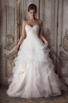 Trousseaux are a luxury Bridal Dresses and Bridesmaid Dresses supplier based in Swindon helping you to find your perfect dress for that big day. Wedding Dresses London, Classic Wedding Dress, Designer Wedding Dresses, Bridal Dresses, Wedding Bride, Wedding Gowns, Wedding Ideas, Donna Lee, Stunning Dresses