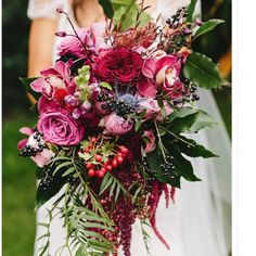 Lovely colors. I think the cascading portions of this bouquet are stunning