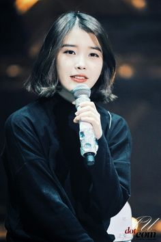 IU holding mic
