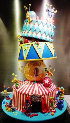 I LOVE circus cakes more! Circus Cupcakes, Circus Theme Cakes, Carnival Cakes, Circus Decorations, Circus Carnival Party, Circus Theme Party, Carnival Birthday Parties, Circus Birthday, Themed Cakes