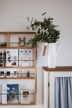 Ein Zeitschriftenhalter Aus Holz Für Die Wand. Hiermit Setzt Ihr  Zeitschriften, Bücher Und Kleine