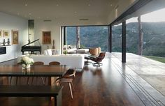 The Mandeville Canyon Residence based in Brentwood, California was designed by Griffin Enright Architects. The house sits on a canyon which the designers Home Interior, Interior Architecture, Interior Decorating, Scandinavian Interior, Interior Paint, Scandinavian Style, Living Room Designs, Living Spaces, House Seasons