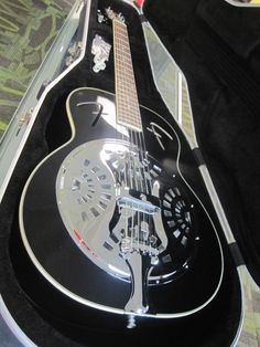 FENDER RESONATOR FR-50 ACOUSTIC GUITAR BLACK HARDSHELL CASE