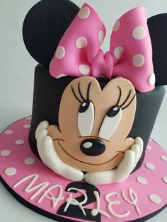 Discover recipes, home ideas, style inspiration and other ideas to try. Mini Mouse Birthday Cake, Mini Mouse Cake, Mickey Mouse Birthday, Birthday Cake Girls, 2nd Birthday, Mickey And Minnie Cake, Bolo Mickey, Mickey Cakes, Bolo Laura