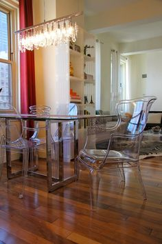 Get the look : Stewart Acrylic Armchair at the head of table + acrylic armchairs on the sides
